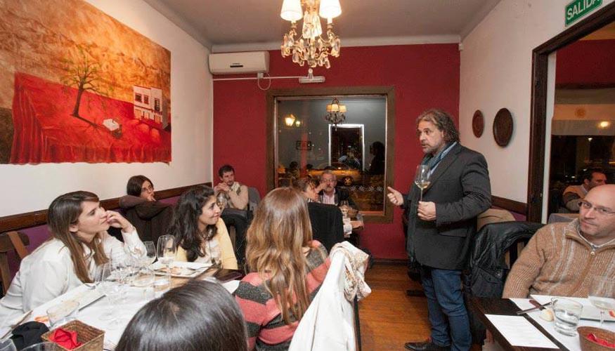 pelleriti_presentando_vinos